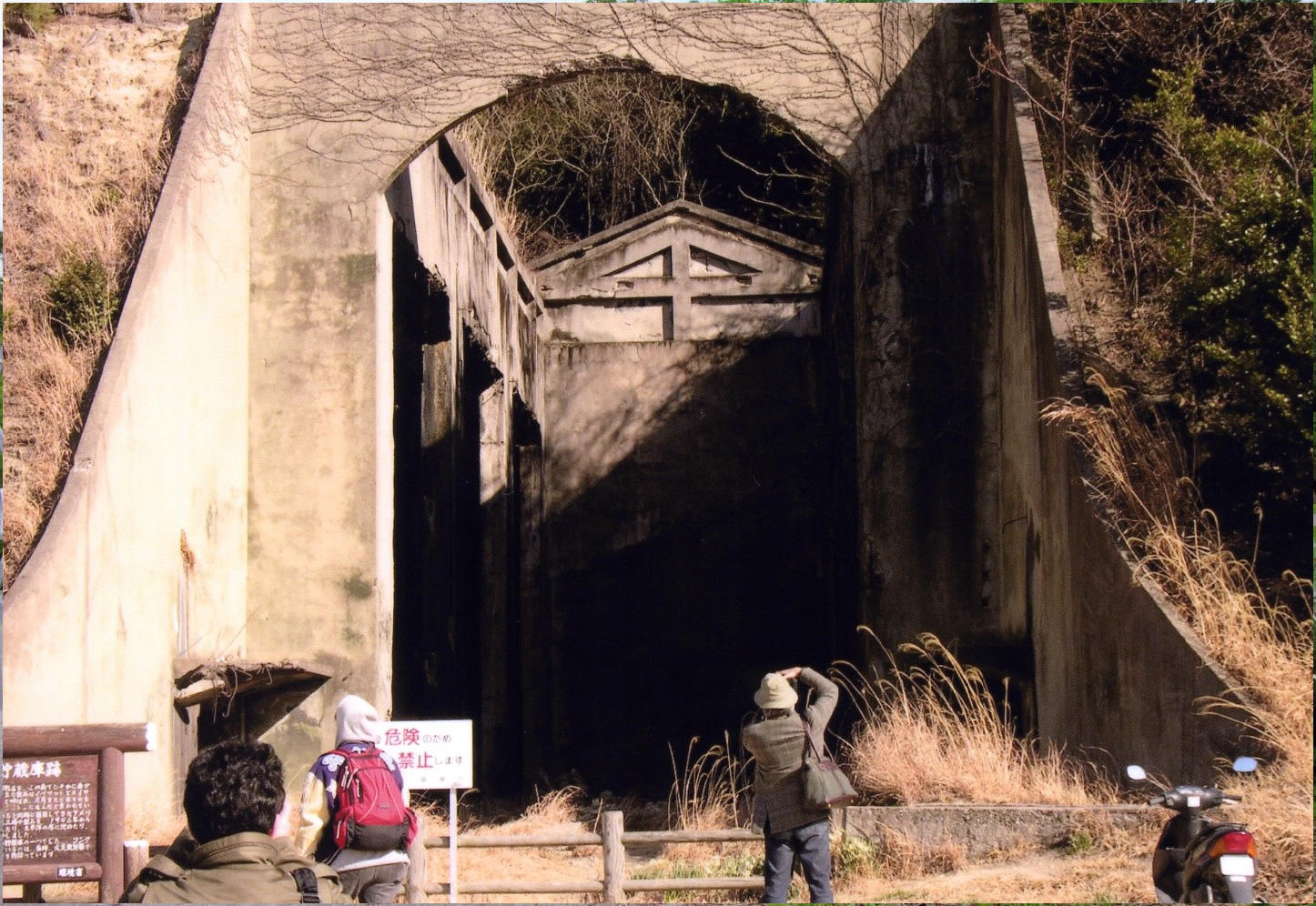 大久野島の毒ガス関連遺跡(長浦貯蔵庫跡)